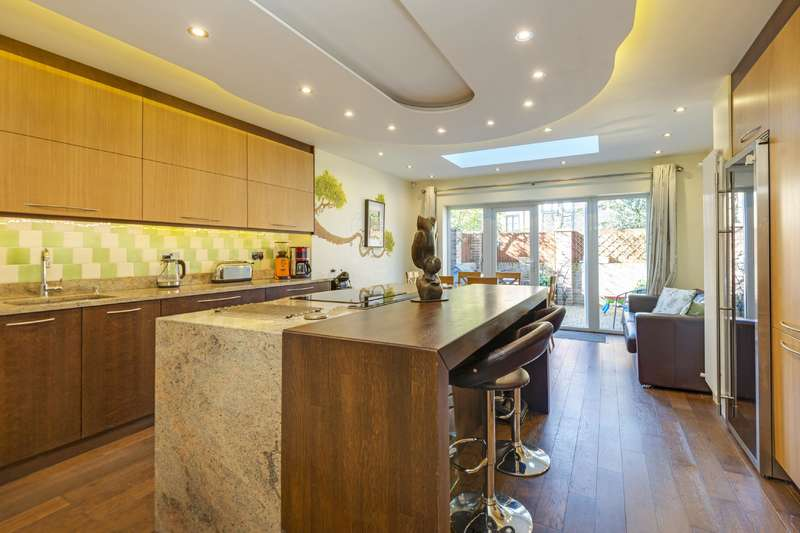 3 Bedrooms House for sale in Hamlet Square, Cricklewood