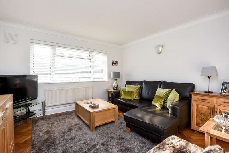 2 Bedrooms Flat for sale in Brighton Road Purley CR8