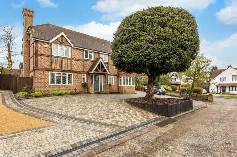 4 Bedrooms Detached House for sale in Longmead Close, Shenfield, Brentwood, Essex, CM15