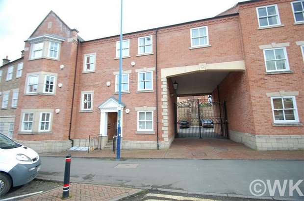 2 Bedrooms Flat for sale in St Giles Row, Lower High Street, STOURBRIDGE, West Midlands