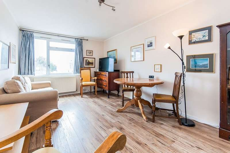 1 Bedroom Flat for sale in St. Marks Road, Teddington, TW11