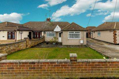 3 Bedrooms Bungalow for sale in Rayleigh, Essex