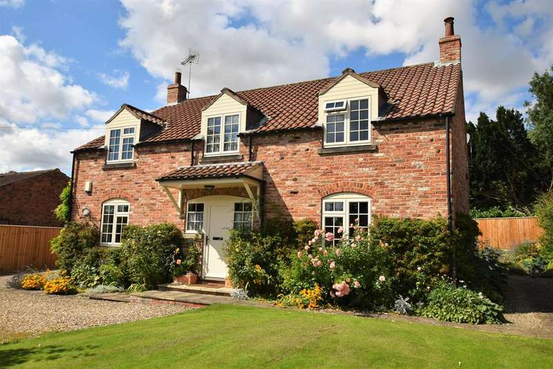 4 Bedrooms Detached House for sale in Normanby, Sinnington, York, YO62 6RH