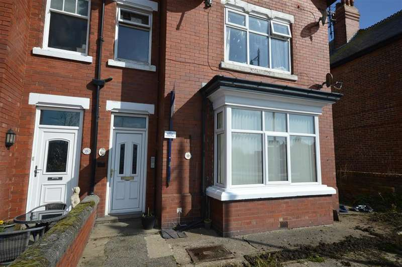 2 Bedrooms Ground Flat for sale in Station Avenue, Filey, YO14 9AE