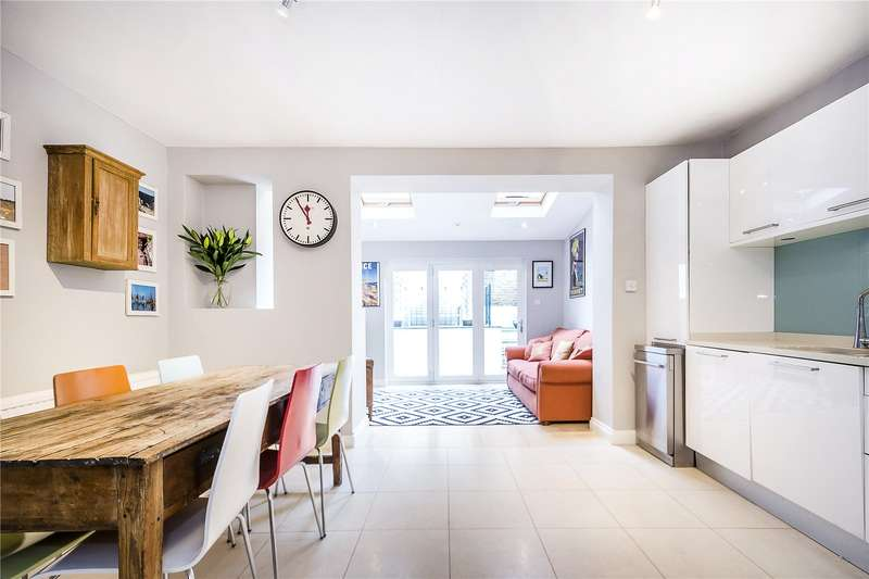 3 Bedrooms Flat for sale in Larkhall Rise, London, SW4