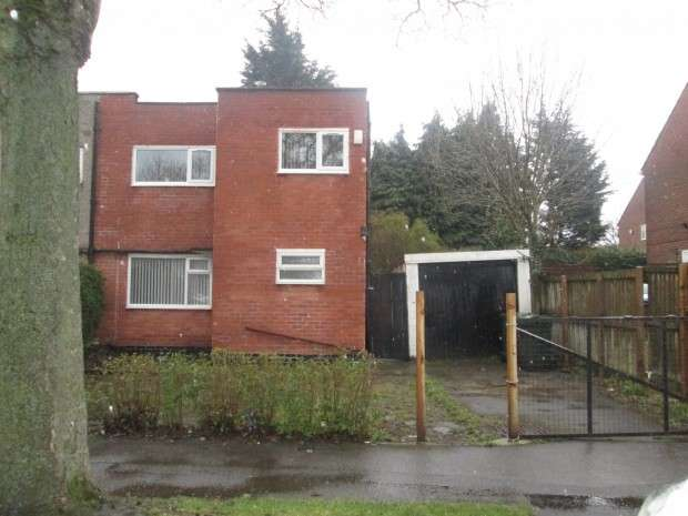 3 Bedrooms Semi Detached House for rent in Fenby Avenue, Bradford, BD4