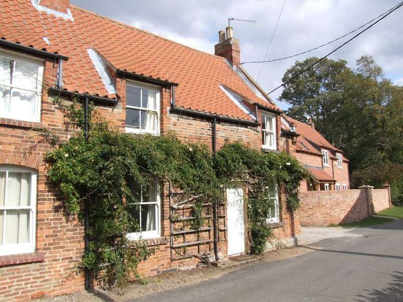 2 Bedrooms Cottage House for rent in The Cottages, Morton