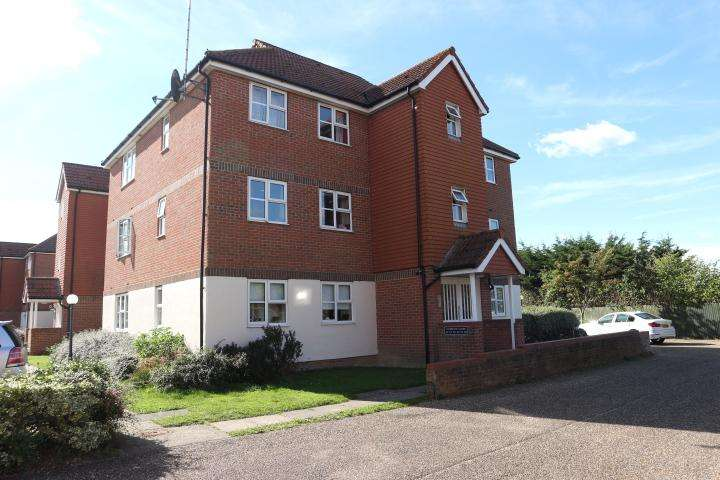 2 Bedrooms Apartment Flat for sale in Falmounth Close, Eastbourne BN23