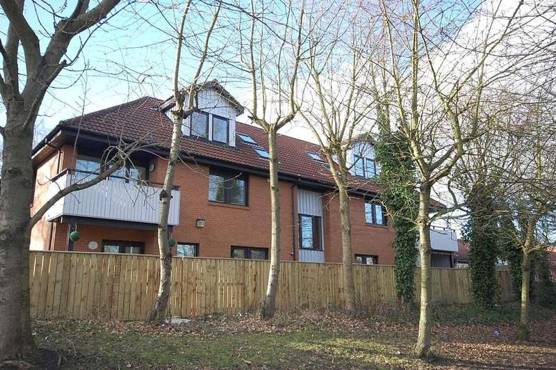 2 Bedrooms Maisonette Flat for sale in Station Road