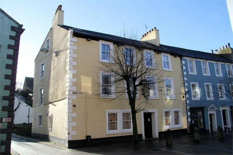 2 Bedrooms Maisonette Flat for sale in Market Place, Cockermouth, Cumbria