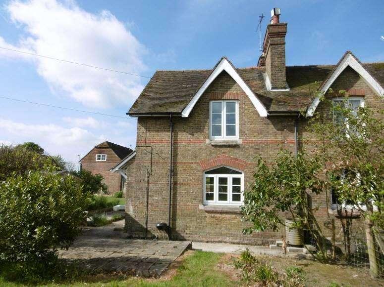 3 Bedrooms Semi Detached House for rent in Rankins Farm Cottage, Linton Hill, Kent ME17 4AU