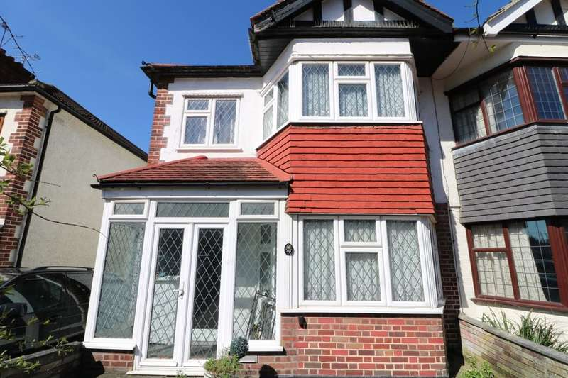 3 Bedrooms Semi Detached House for sale in Westview Drive, Woodford Green, IG8