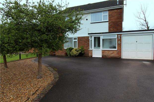 4 Bedrooms Detached House for sale in Ferndown, Dorset, BH22