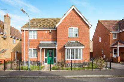 5 Bedrooms Detached House for sale in Hopton, Great Yarmouth, Norfolk