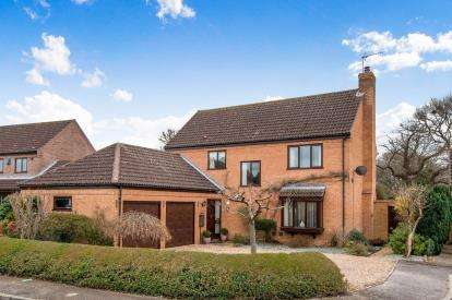 4 Bedrooms Detached House for sale in Beck Row, Bury St Edmunds, Suffolk