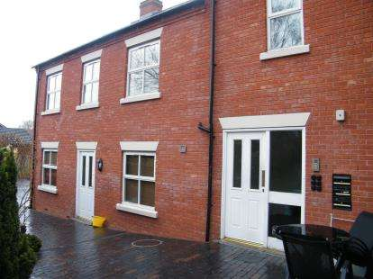 2 Bedrooms Flat for sale in Regal Court, Park Avenue, Whitchurch, Shropshire