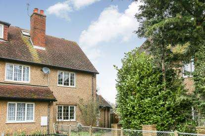 3 Bedrooms End Of Terrace House for sale in Icknield Way, Letchworth Garden City, Hertfordshire, England