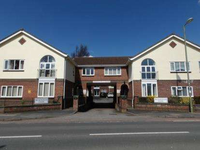 2 Bedrooms Flat for sale in Highlands Road, Fareham, Hampshire