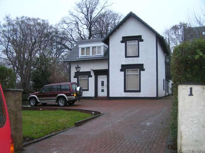 4 Bedrooms Detached House for rent in Giffnock, Thornliebank