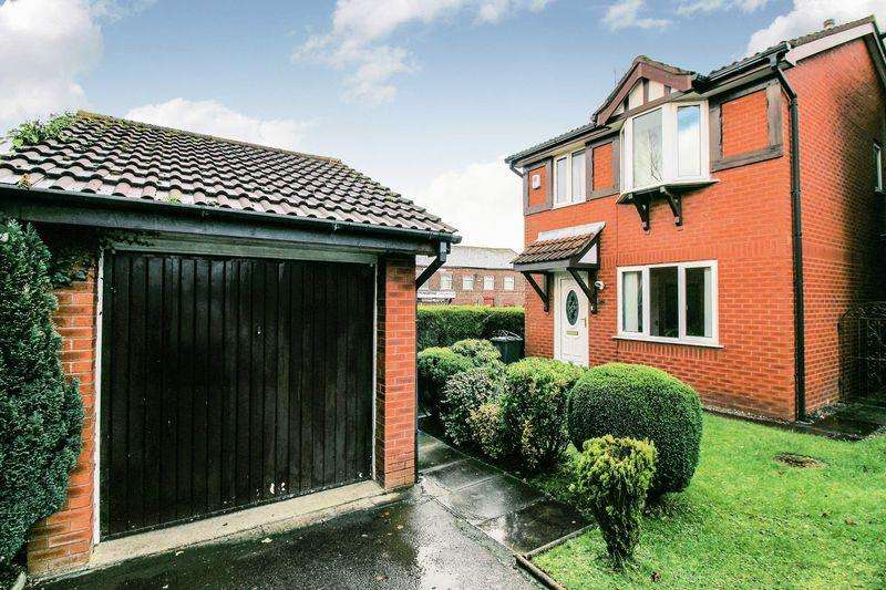 3 Bedrooms Detached House for sale in Church Croft, Bury
