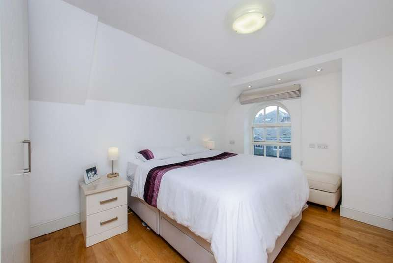 2 Bedrooms Flat for rent in Dalling Road, Hammersmith