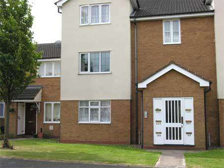 2 Bedrooms Flat for sale in BRIERLEY HILL - Foxdale Drive