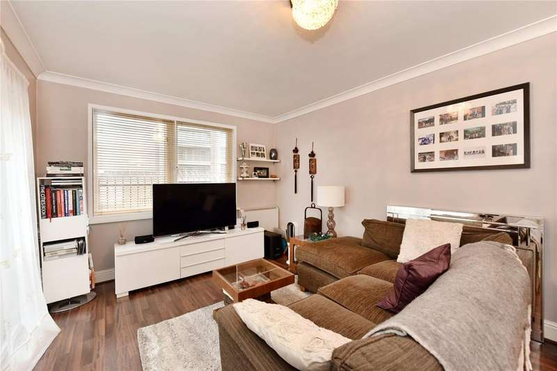 2 Bedrooms Flat for sale in Peninsula Court, 121 East Ferry Road, London