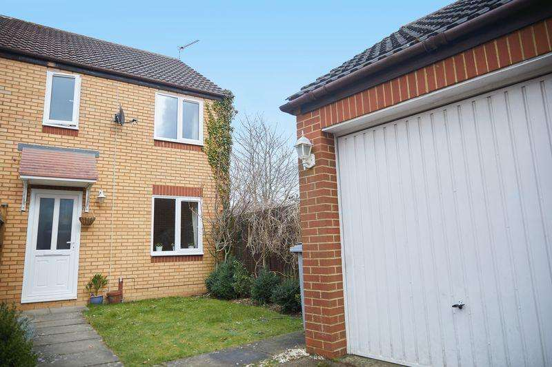 3 Bedrooms Semi Detached House for sale in Steeple Chase, Thorpe Marriott, Norwich