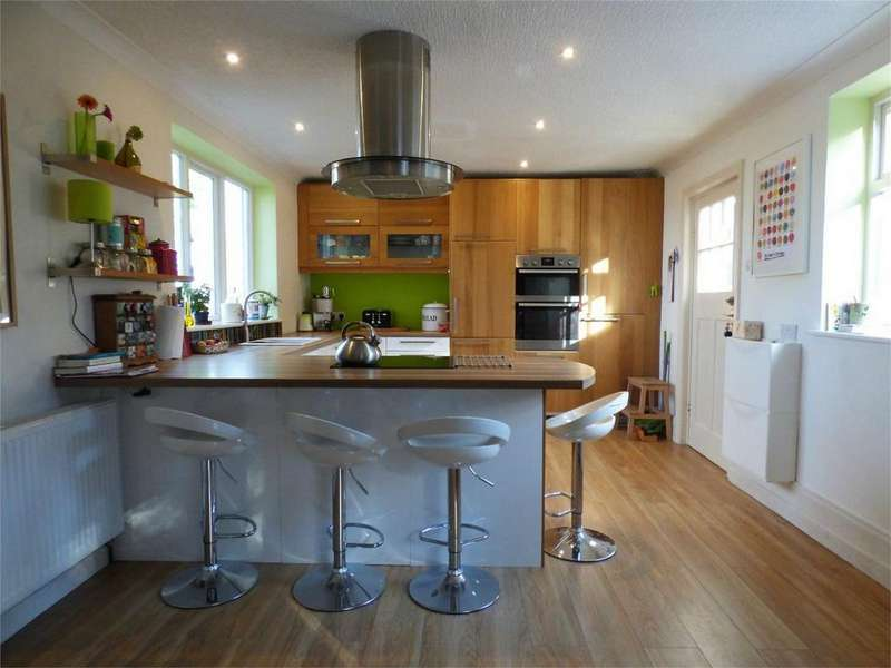 3 Bedrooms Semi Detached House for sale in Lammack Road, BLACKBURN, Lancashire