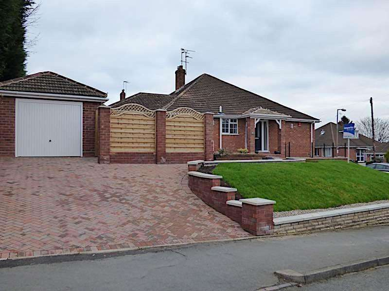 3 Bedrooms Semi Detached Bungalow for sale in OLDSWINFORD - Priory Road