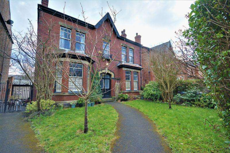 5 Bedrooms Detached House for sale in Pilkington Road, Southport