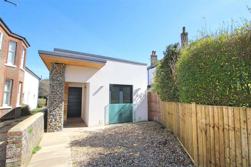 2 Bedrooms Detached Bungalow for sale in Shakespeare Road, Worthing, West Sussex, BN11