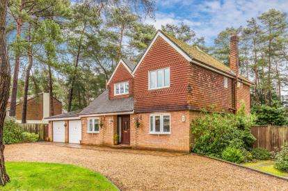 4 Bedrooms Detached House for sale in Chilworth, Southampton, Hampshire
