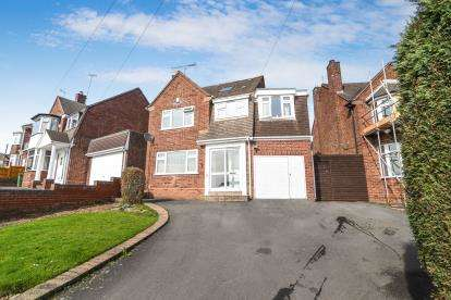 5 Bedrooms Detached House for sale in Raddens Road, Lapal, Halesowen, West Midlands