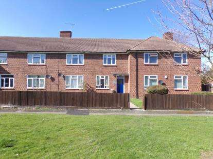 1 Bedroom Flat for sale in Harold Hill, Romford, United Kingdom