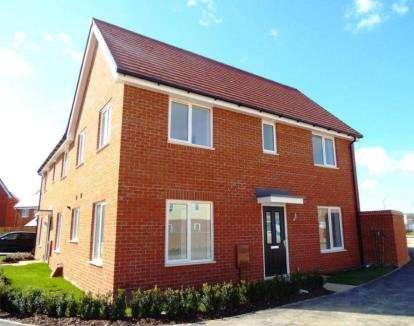 3 Bedrooms Semi Detached House for sale in Moorcroft Lane, Aylesbury
