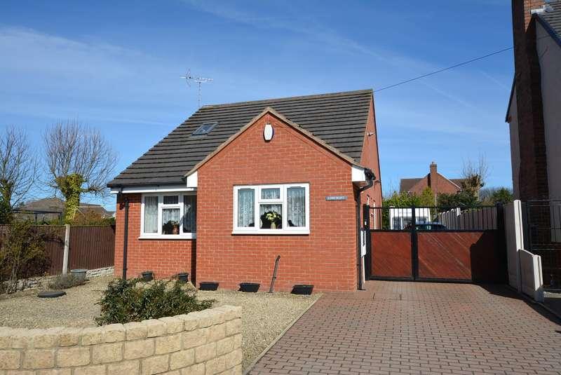 3 Bedrooms Detached Bungalow for sale in Sitwell Grange Lane, Pilsley, Chesterfield, S45 8EN