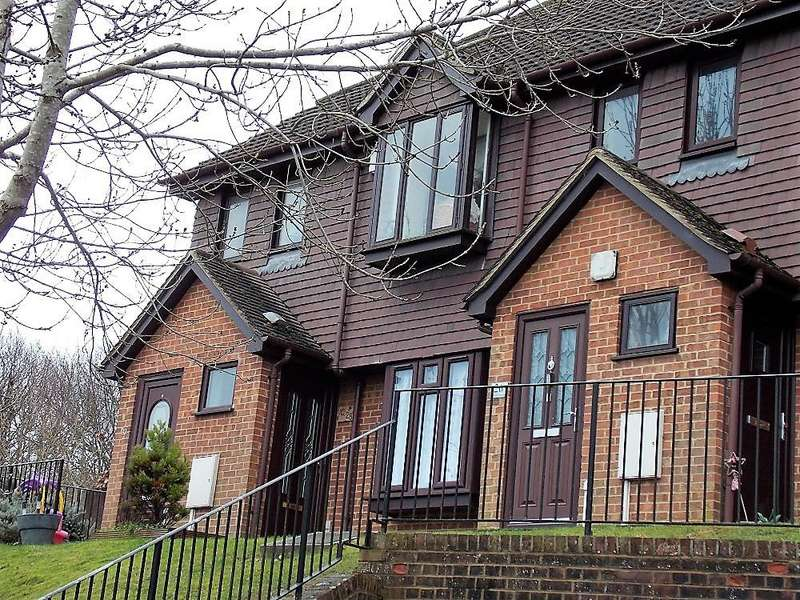 1 Bedroom Flat for sale in Timber Bank, Chatham ME5