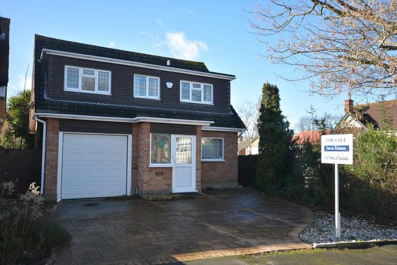 3 Bedrooms Detached House for sale in Wykeham Avenue, Hornchurch RM11