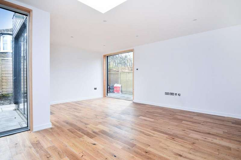 2 Bedrooms Bungalow for sale in Dundalk Road, Brockley