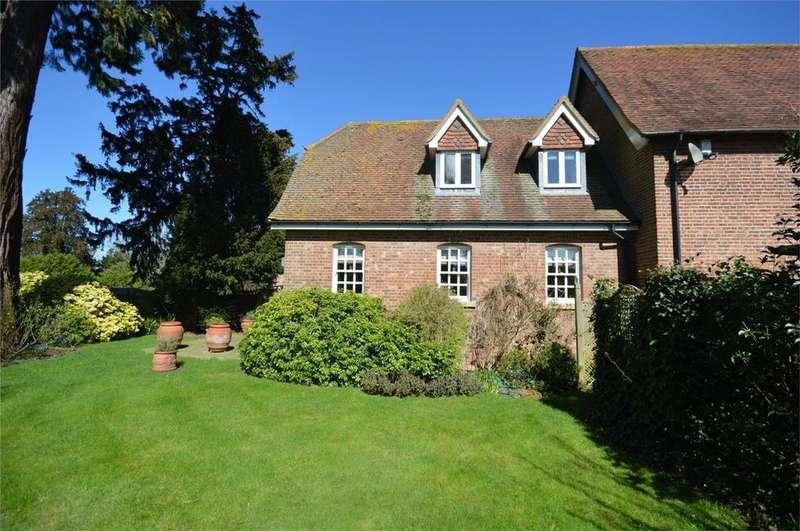 3 Bedrooms Semi Detached House for rent in Hassobury, Farnham, Bishop's Stortford, Essex
