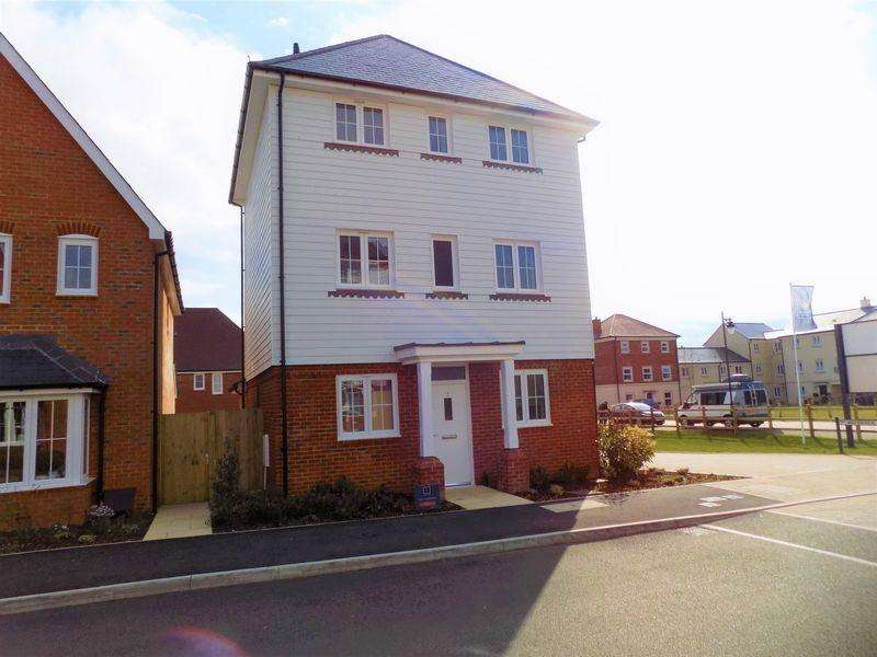 3 Bedrooms Detached House for rent in Lakeland Avenue, Bognor Regis