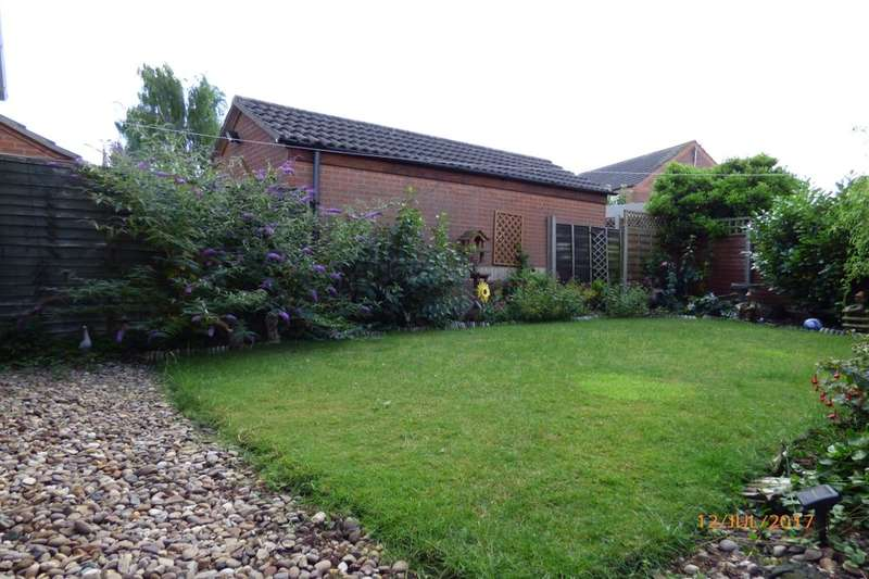 2 Bedrooms Detached Bungalow for sale in Aldergrove Crescent, Lincoln, LN6