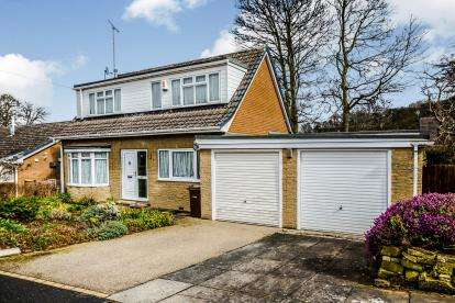 4 Bedrooms Detached House for sale in The Spinney, Sandal, Wakefield, West Yorkshire