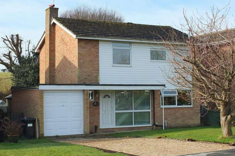 3 Bedrooms House for sale in Allwood Crescent, Wivelsfield Green, RH17