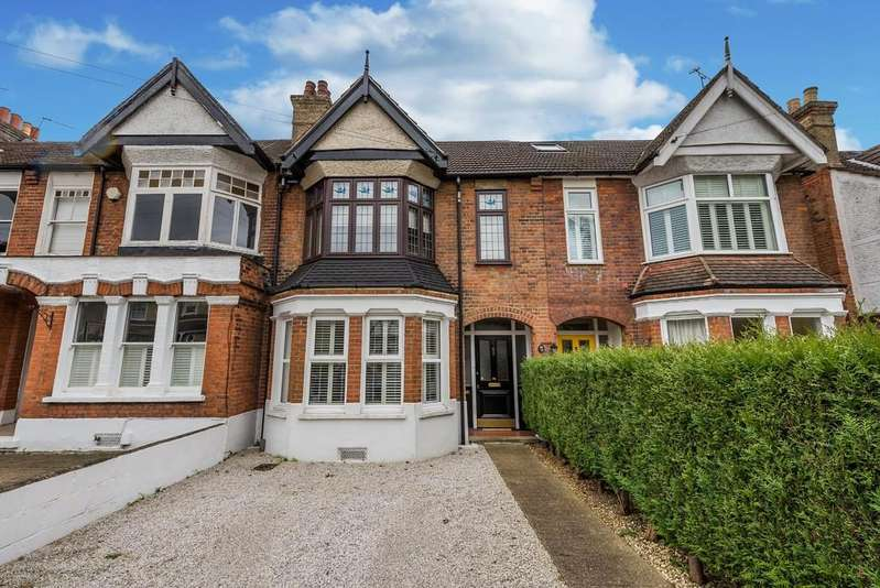 2 Bedrooms Apartment Flat for sale in Queens Road, Loughton