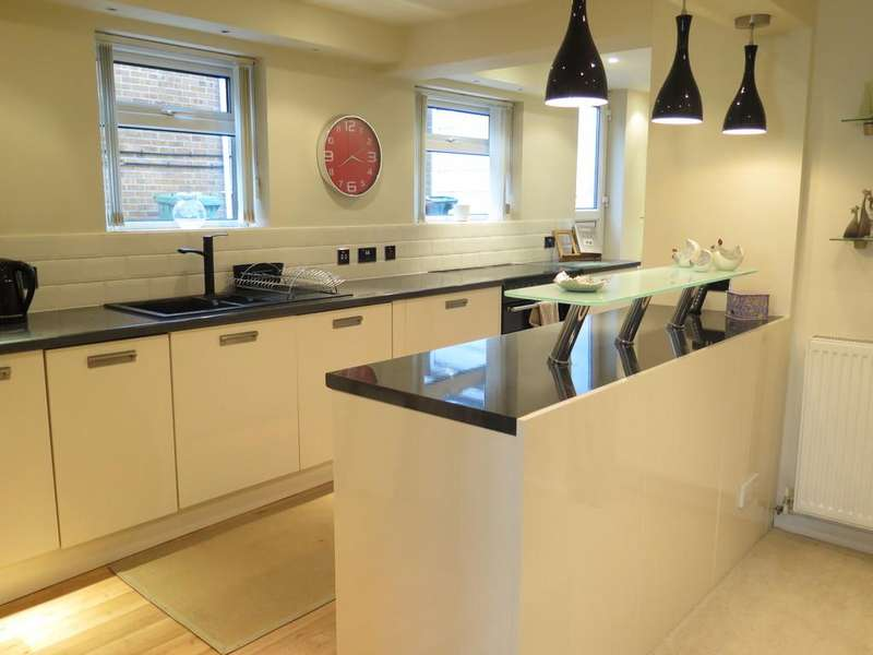 3 Bedrooms Semi Detached House for sale in Dodd Avenue, Wells