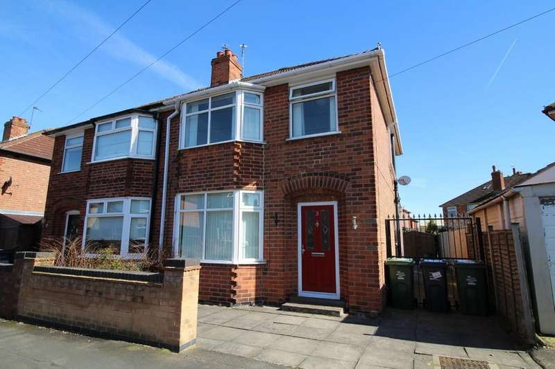 3 Bedrooms Semi Detached House for sale in Middle Avenue, Loughborough