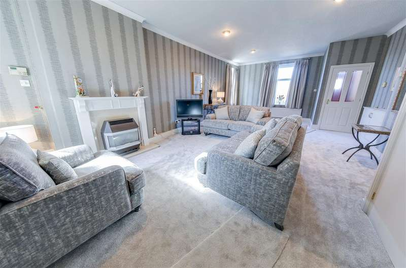 2 Bedrooms End Of Terrace House for sale in Burnley Road, Loveclough, Rossendale
