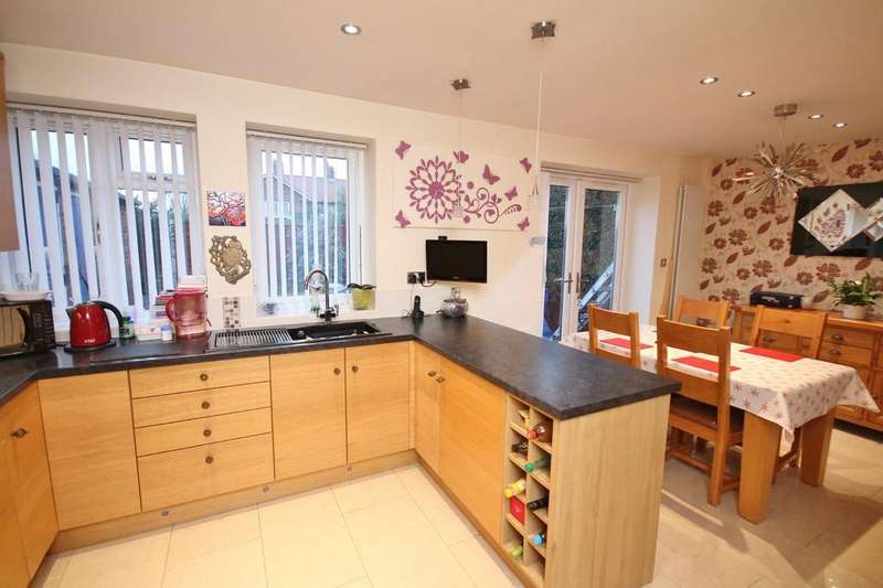 3 Bedrooms Maisonette Flat for sale in Limbrick Lane, Goring-by-sea, Worthing BN12 6AE